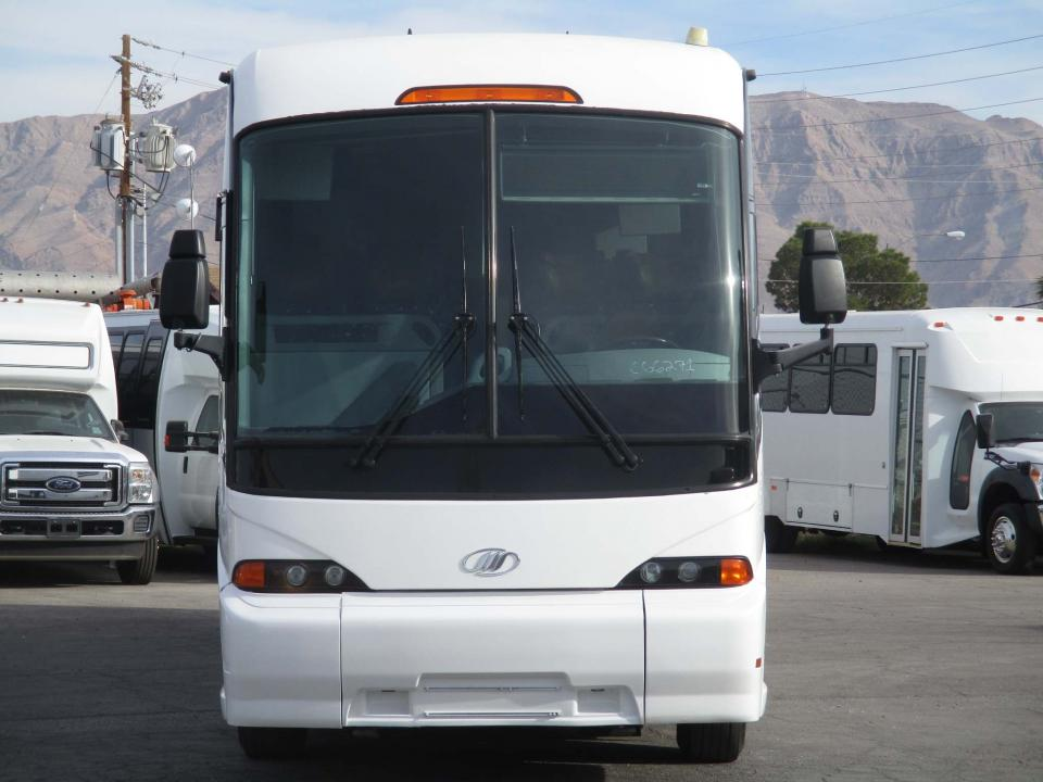 lasvegasbussales com 2012 MCI J4500 Coach with ISX Cummins