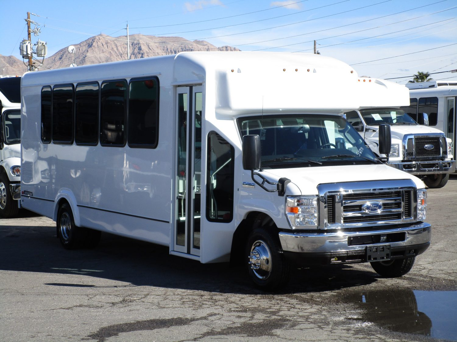 2019 ElDorado Advantage Shuttle Bus Passenger Side Front