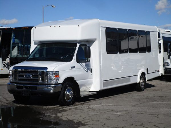 2019 ElDorado Advantage Shuttle Bus Front Drivers Side