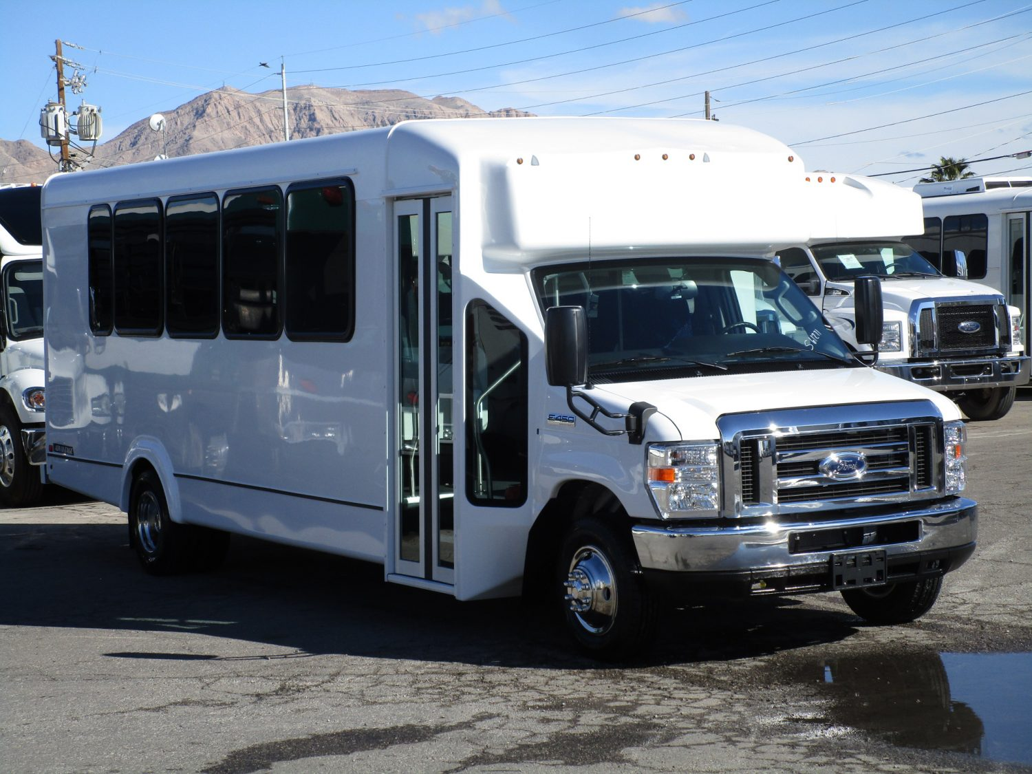 2019 ElDorado Advantage Shuttle Bus Drivers Front