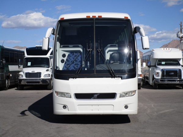 2014 Volvo 9700 Luxury Highway Coach C67539 Front View